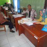 Tim PID Kecamatan berdialok dengan Sekretaris Desa H. Kasmali