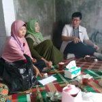 Dokter dari Pukesmas Banjardawa beserta Bidan Desa dan Ketua PKK Desa Taman