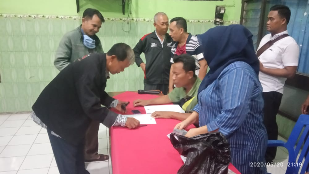 Penyerahan Insentif untuk Ketua RT dan Ketua RW Desa Taman